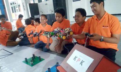 Manfaatkan Libur Panjang, SMP Muhammadiyah 12 GKB Ciptakan Robot Anti Korupsi