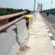 Terlihat bangunan Jembatan II Sembayat yang retak retak