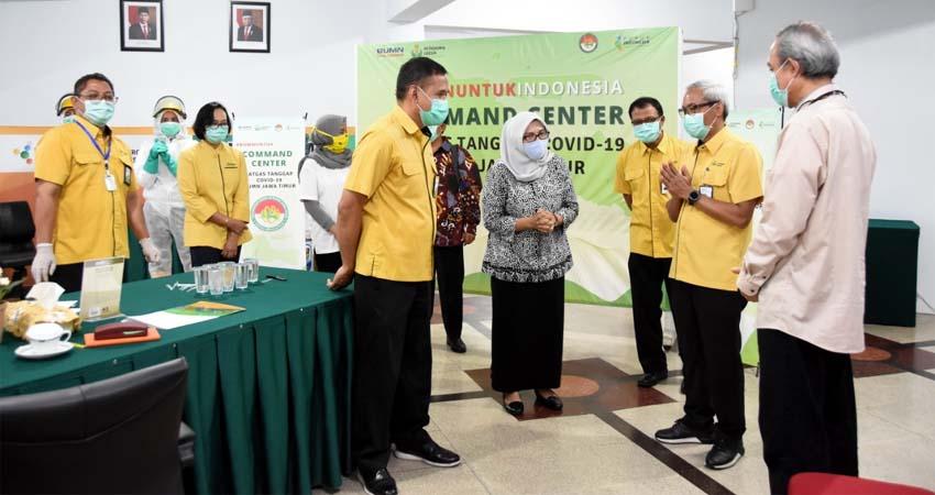 Direksi Petrokimia Gresik Bersama Dirut PT Nusantara Sebelas Medika Saat Mengunjungi Posko Command Center di GOR Tri Dharma Petrokimia Gresik