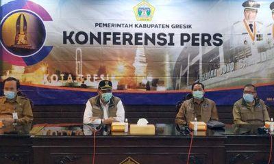 Bupati Gresik Dr Sambari Halim Radianto saat pers converence dengan para awak media yang berlangsung di Ruang Puteri Cempo Kantor Bupati Gresik pada Selasa (9/6/2020)