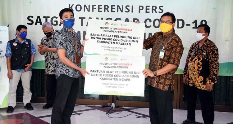 Penyerahan Bantuan APD Secara Simbolis dari Ketua Tim Posko Satgas Covid-19 untuk Posko di Kabupaten Magetan dan Ngawi