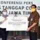 Penyerahan Bantuan APD Secara Simbolis dari Ketua Tim Posko Satgas Covid-19 untuk Posko di Kota Surabaya