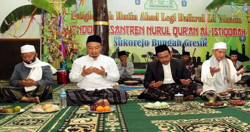 HADIRI MAULID NABI: Pasangan QA saat menghadiri undangan Maulid Nabi di Ponpes Nurul Quran Al-Istiqomah Sukorejo Bungah.